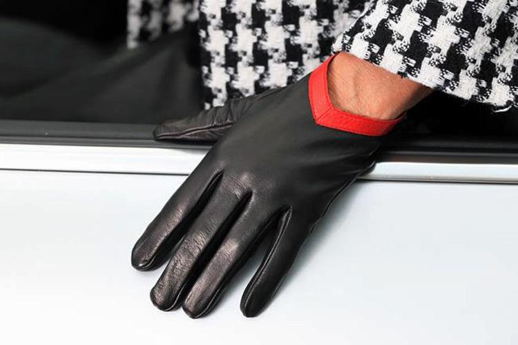 Modische Lederhandschuhe schwarz-rot